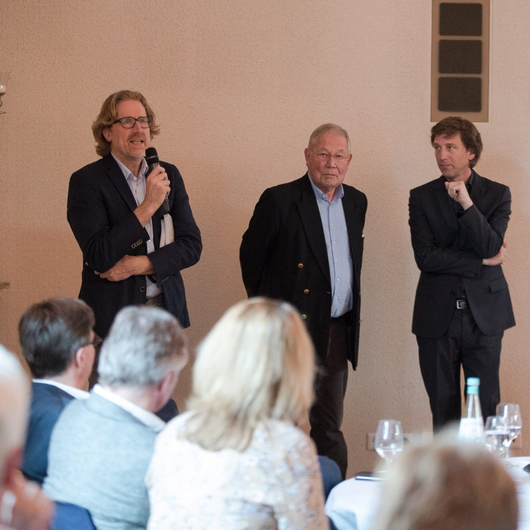 A-Z Muths: Vortragsabend, Gruppenbild mit Martin Behet (BDA), Maarten Muths (Sohn), Stefan Rethfeld Foto: Markus Bomholt