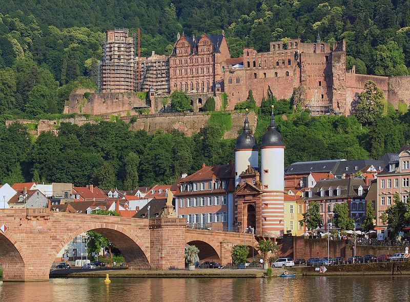 Heidelberg: Blick auf das Schloss mit Alter Brücke Foto: Rudolf Stricker