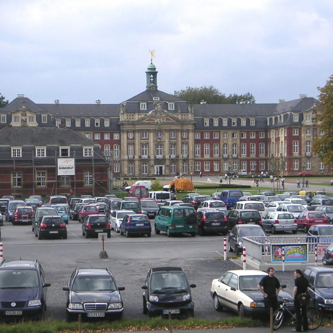 Schlossplatz mit Schloss in Münster - Foto: Stefan Rethfeld