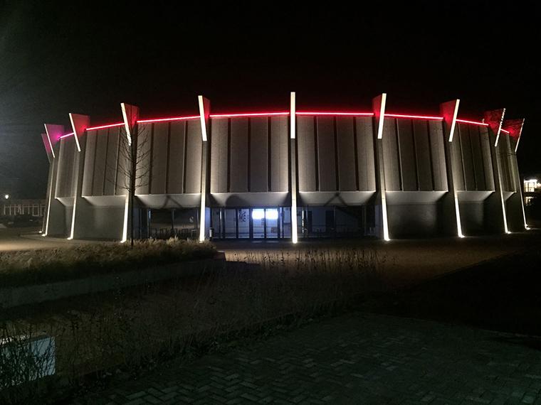 Rundsporthalle Vreden von 1972, mit neuem Lichtkonzept - Foto: Stadt Vreden