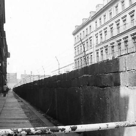 Berlin Mauer: Sebastianstraße, Kreuzberg (1961) - Foto: Willy Pragher