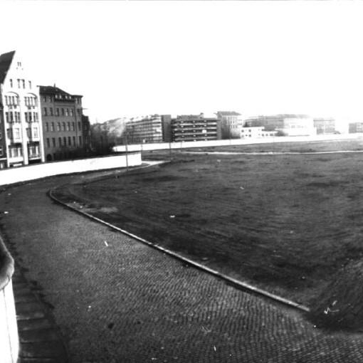 Berlin: Engelbecken planiert mit Mauer, 1971 - Foto: Wieland Giebel